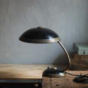 lampen-650-tischleuchte-helo-tischampe-schwarz-messing-bauhaus-table-lamp-024
